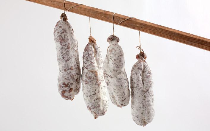 Pour le saucisson d'Auvergne, on trouve le modéle courant autour de 250-350 g