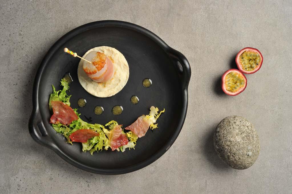 Salade de coquilles Saint-Jacques et jambon d'Auvergne, vignaigrette aux fruits de la passion
