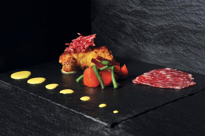 Croustillant de lotte et saucisson sec d'Auvergne, sauce au curry et fondue de chicons